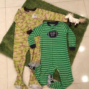 Bundle of Carter's zip up pajamas!